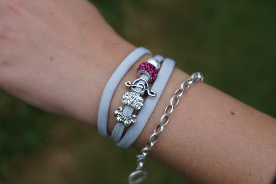 Comment entretenir et faire briller son bracelet or blanc ?